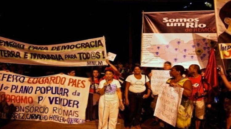 Vila-Autodromo-protest-e1376615313565